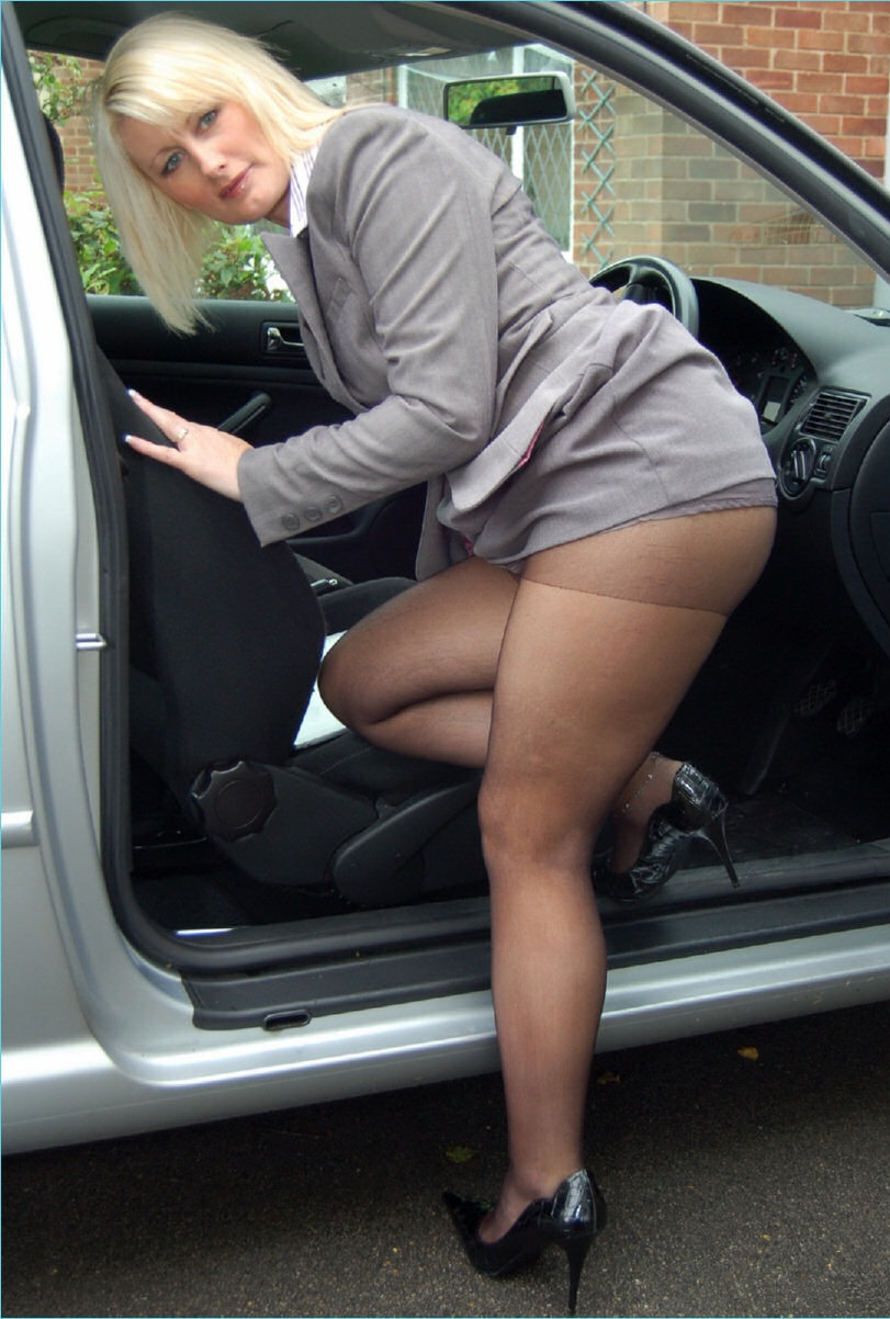 Wearing Pantyhose All 116