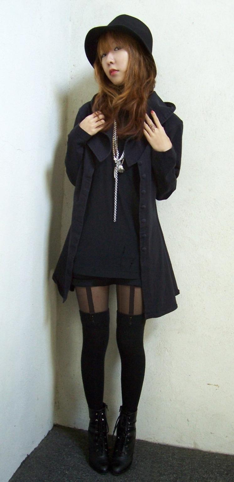 Auburn Bunny Girl wearing Back Sheer Pantyhose and Black