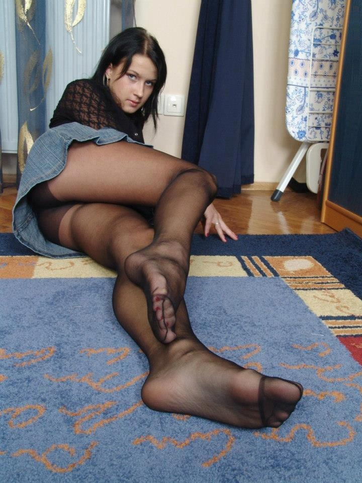 Wanna ladies in pantyhose and miniskirts this stylee Wouldn't