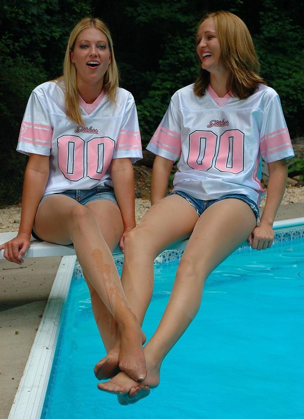 Two Girls Wear One Pair Pantyhose Free Lesbian Pantyhose