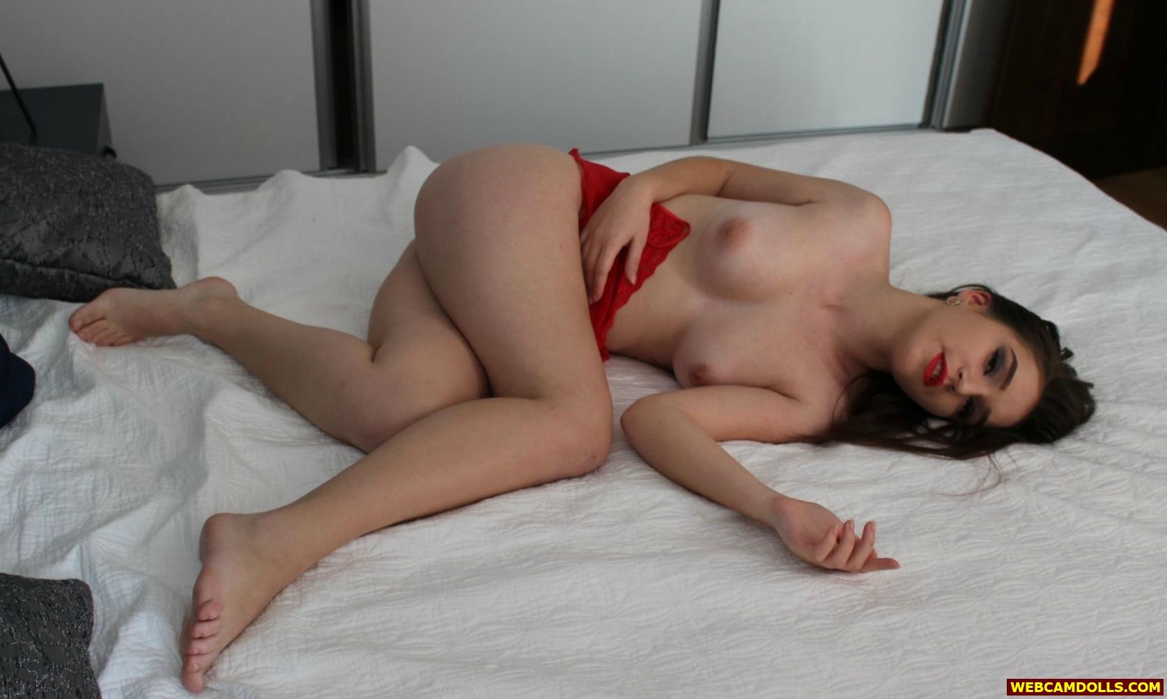 Nude girl in bed bare feet, kjol sex scene